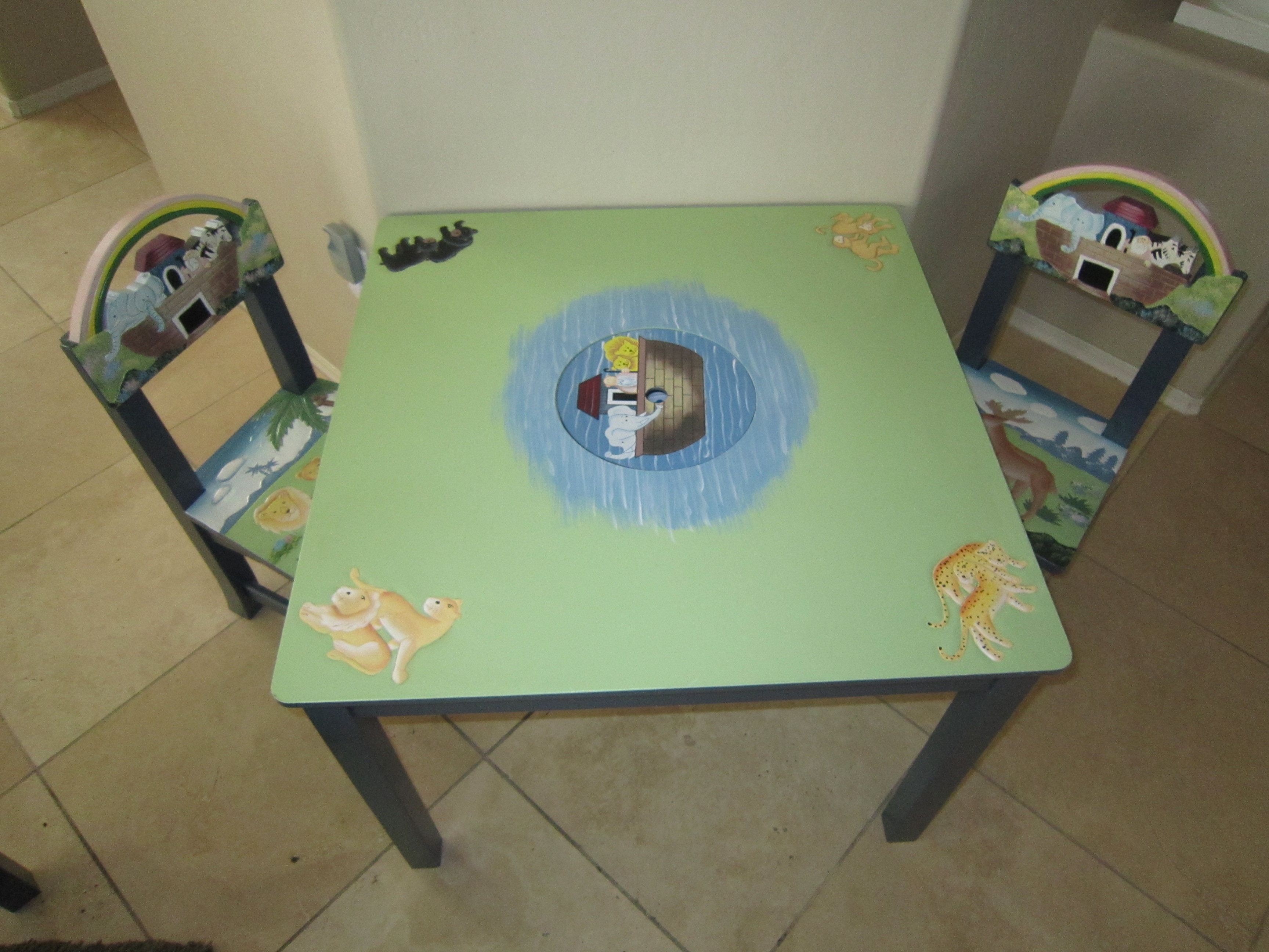 Guidecraft Noah\'s Ark Table & Chairs Review & Giveaway - \