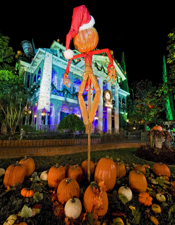 Mickey's Halloween Party Happening Now @ The Disneyland Resort ...